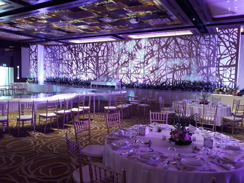 https://www.qar.ae/assets/uploads/gallery/bride-groom/1.jpeg