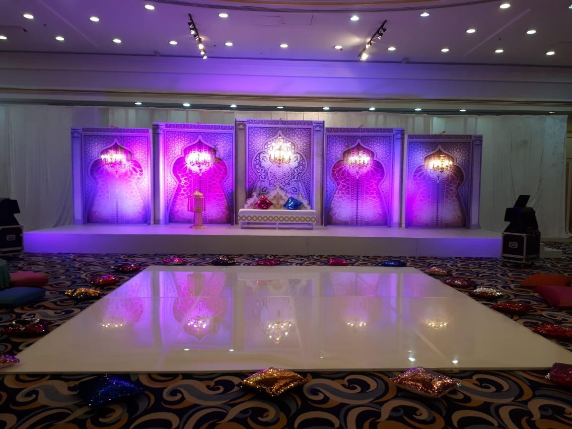 https://www.qar.ae/assets/uploads/gallery/bride-groom/6.jpeg